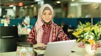 Bekerja merupakan aktivitas rutin yang saat ini telah digeluti para wanita karir, termasuk Muslimah.