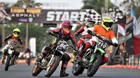 Pembalap Trial Game Asphalt saat kualifikasi di Sirkuit Stadion Kanjuruhan, Kabupaten Malang (18/10/2019). (Bola.com/Iwan Setiawan)