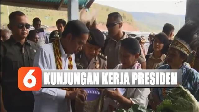 Jokowi kemudian mendapat paparan mengenai pembangunan di daerah setempat dari Bupati Pegunungan Arfak Yosias Saroy.