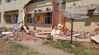 Kondisi RSUD Tanjung Lombok Utara yang mengalami kerusakan 90 persen akibat gempa Lombok, Nusa Tenggara Barat (NTB) pada Minggu, 5 Agustus 2018. (Foto: Liputan6.com/Fitri Haryanti Harsono)