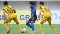 Duel Barito Putera Vs Arema FC pada pekan terakhir Shopee Liga 1 2019 di Stadion Demang Lehman, Martapura, Minggu (22/12/2019). (Bola.com/Iwan Setiawan)