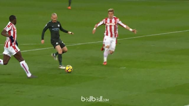 Berita video Manchester City kini menjadi Barcelona yang baru berkat kehadiran manajer Pep Guardiola. This video presented by BallBall.