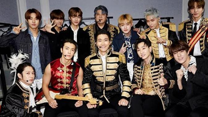 Super Junior Buka Konser dengan Black Suit