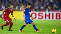 Gelandang Thailand, Chanathip Songkrasin, saat tampil melawan Indonesia pada final Piala AFF di Stadion Rajamangala, Bangkok, Sabtu (17/12/2016). (Bola.com/Vitalis Yogi Trisna)