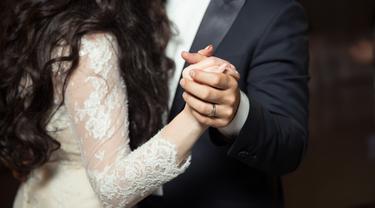 ilustrasi pasangan menikah/Photo by Alvin Mahmudov on Unsplash