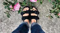 Sandal series Arizona keluaran Birkenstock. (dok. Instagram @birkenstock/https://www.instagram.com/p/B_DKI8SKuBJ/)
