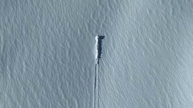 3. Bukan UFO jatuh, ternyata... (kredit Google Earth)