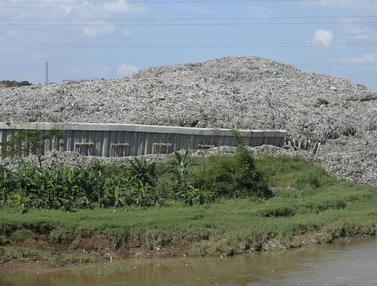 FOTO: Turap Penahan Sampah TPA Cipeucang Longsor
