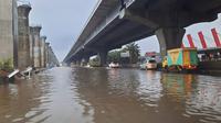 Tol Jakarta-Cikampek arah Cawang tergenang banjir, Minggu 21 Februari 2021. (Twitter @PTJASAMARGA)