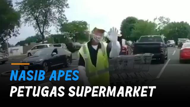 Pria itu kembali usai dua troli yang ditinggal justru bergerak membentur mobil pelanggan.