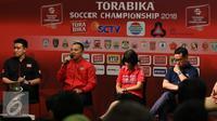 Pihak sponsor memberikan keterangan saat press conference Torabika Soccer Championship di Main Hall SCTV, Jakarta, Rabu (21/12). Hasil klasmen akhir menentukan kesebelasan Persipura Jayapura keluar sebagai juara. (Liputan6.com/Gempur M. Surya)