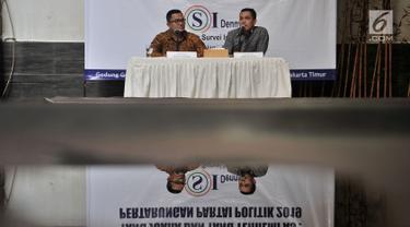 """Peneliti LSI Denny JA, Ardian Sopa (kanan) didampingi Rully Akbar memaparkan hasil survei bertajuk """"Yang Juara dan Yang Terhempas: Pertarungan Partai Politik 2019"""" di Kantor LSI, Jakarta, Selasa (8/1). (Merdeka.com/Iqbal S. Nugroho)"""
