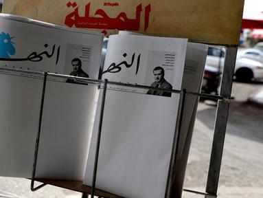 Surat kabar terkemuka Lebanon, An-Nahar, terbit dengan halaman kosong tanpa berita di sebuah kios koran di Beirut, Kamis (11/10). Hal itu dilakukan sebagai protes atas situasi politik negeri yang tak kunjung membentuk pemerintahan baru. (AFP/JOSEPH EID)