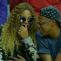 Kondisi seorang ibu hamil memang harus selalu diperhatikan dan dijaga kesehatannya. Seperti halnya Beyonce yang mendapat pengamanan khusus dari sang suami, Jay-Z ketika mengandung anak kembarnya ini. (Instagram/beyonce)