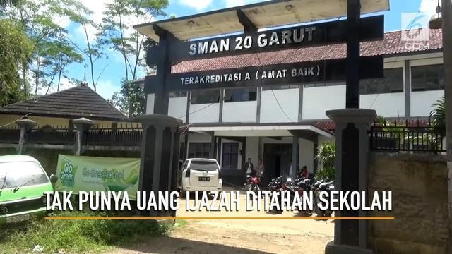 Tidak memiliki uang untuk menebusnya, seorang siswa miskin di Garut, Jawa Barat ditahan ijzahnya oleh sekolah.