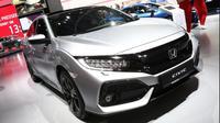 Honda memperluas pilihan mesin untuk konsumen Civic mereka. Kali ini pabrikan Jepang itu menambahkan varian Diesel 1,6 liter (Foto: Autoexpress).