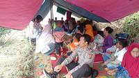 Sejumlah warga Bogor memilih tinggal di tenda usai gempa.