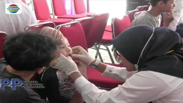 PDGI Kabupaten Bogor, bekerja sama dengan YPP Indosiar dan SCTV, menggelar pemeriksaan gigi gratis disebuah mal di Cibinong, Jawa Barat.