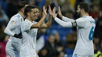 Para pemain Real Madrid merayakan gol Lucas Vazquez (kiri) saat melawan Numancia pada laga Copa Del Rey di Santiago Bernabeu stadium, Madrid, (10/01/2018). Real Madrid unggul agregat 5-2 atas Numancia. (AP/Francisco Seco)