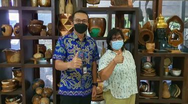 Ni Ketut Bakati Anggareni atau biasa disapa Ayu mengaku sejak awal sudah tertarik pada industri pengolahan kayu.