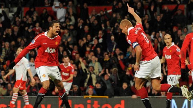 Pemain asal Portugal, Bebe (kiri), pernah bermain untuk Manchester United pada 2010-2014. (AFP PHOTO / Ben Stansall)