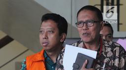 Mantan Ketua Umum PPP Romahurmuziy, Romahurmuziy (rompi oranye) menuju mobil tahanan usai pemeriksaan di Gedung KPK, Jakarta, Jumat (24/5/2019). KPK memeriksa Romahurmuziy sebagai tersangka terkait kasus dugaan jual beli jabatan di Kementerian Agama tahun 2018-2019. (merdeka.com/Dwi Narwoko)