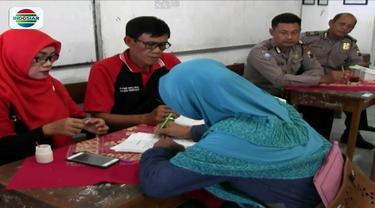 Penerimaan peserta didik baru di SMA Negeri 3 Pemalang, Jawa Tengah dipenuhi pendaftar dengan Surat Keterangan Tidak Mampu (SKTM), pihak sekolah hadirkan aparat kepolisian untuk pengawasan.