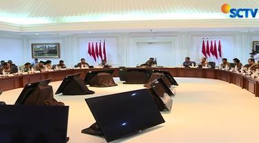 Presiden Jokowi juga meminta agar Proyek Strategis Nasional dikomunikasikan ke publik dan menjaganya setelah pengerjaan rampung.