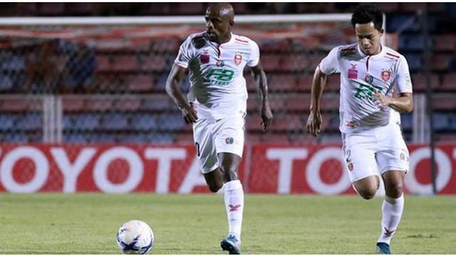 Greg Nwokolo, pemain Indonesia yang bermain di kompetisi Thailand Premier League mencetak dua gol dan sukses mengantarkan BEC Tero Sasana menang dengan skor 5-0 atas Chiangrai United.