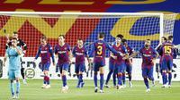 Pemain Barcelona Antoine Griezmann (ketiga kiri) usai mencetak gol ke gawang Leganes pada pertandingan La Liga Spanyol di Camp Nou, Barcelona, Spanyol, Selasa (16/6/2020). Wasit menganulir gol Griezmann karena menilai telah terjadi offside terlebih dulu. (AP Photo/Joan Montfort)