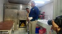 Salah satu jenazah TKI Ilegal di Rumah Sakit Bhayangkara Polda Riau. (Liputan6.com/M Syukur)