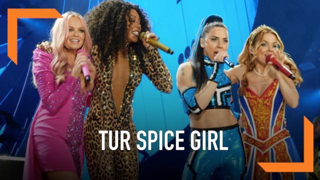 Penggemar memprotes penampilan Spice Girls di tur Spice World yang digelar di Dublin, Irlandia. Protes muncul karena penonton merasa sound system konser jelek.