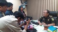 Kepala Seksi Penerangan Hukum Kejati Sulsel, Salahuddin mengatakan kasus dugaan korupsi pengadaan 1 juta bibit kopi di Kabupaten Mamasa baru menetapkan seorang tersangka (Liputan6.com/ Eka Hakim)