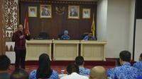 Pelaksana Tugas (Plt) Kepala BNP2TKI, Tatang Budie Utama Razak dalam FGD yang dihadiri BP3TKI Lampung, Dinas se Provinsi Lampung, BPJS, P3MI di Balai Keratun ruang Abung Pemprov Lampung, Senin (28/10).