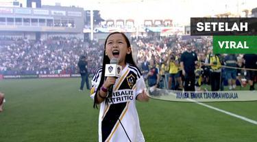 Berita video komentar anak berdarah Indonesia yang viral setelah menyanyikan lagu kebangsaan Amerika Serikat, Malea Emma Tjandrawidjaja, sebelum laga MLS, LA Galaxy vs Seattle Sounders. Apa yang terjadi dengan Malea setelah momen tersebut?