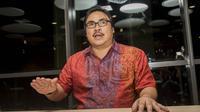 Sekretaris Jenderal PSSI, Ade Wellington, menjawab pertanyaan wartawan saat berada di Kantor PSSI, Jakarta, Senin (14/11/2016). Ade menjadi sekjen PSSI yang baru menggantikan posisi Azwan Karim. (Bola.com/Vitalis Yogi Trisna)