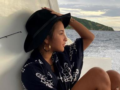Pemilik nama lengkap Jennifer Rochelle Coppen ini sering mengunggah momen dirinya liburan ke pantai. Berbagai pantai di Indonesia kerap ia kunjungi. (Liputan6.com/IG/@jennifercoppenreal20)