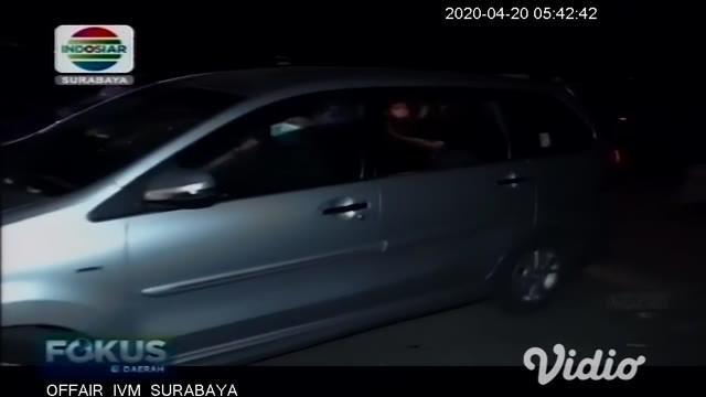 Empat orang pemuda diamankan aparat gabungan yang sedang pesta miras di pantai yang tak jauh dari pantai Boom, Banyuwangi. Keempat orang itu diketahui bukan warga setempat. Mereka berasal dari Kecamatan Sempu yang jaraknya sekitar 50 km dari lokasi p...