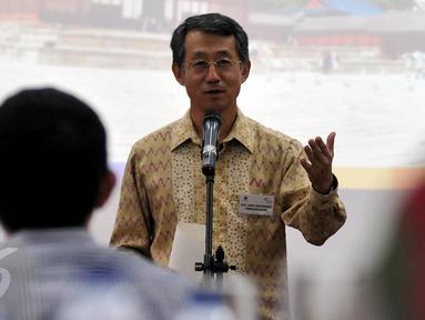 Dubes Korsel untuk Indonesia, Cho Taiyong memberi sambutan saat Ramah Tamah dengan para jurnalis, Jakarta, Kamis (10/12/2015).  Cho Taiyong berterimakasih kepada para jurnalis yang memperkenalkan kebudayaan Korea di Indonesia. (Liputan6.com/ Johan Tallo)