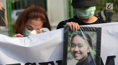 Aksi Keluarga Korban Lion Air JT-610 di Depan Istana