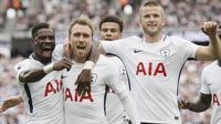 Para Pemain Tottenham Hotspur merayakan gol yang dicetak oleh Christian Eriksen ke gawang West Ham United pada laga Premier League di Stadion London, Sabtu (23/9/2017). Tottenham Hotspur menang 3-2 atas  West Ham United. (AP/Tim Ireland)