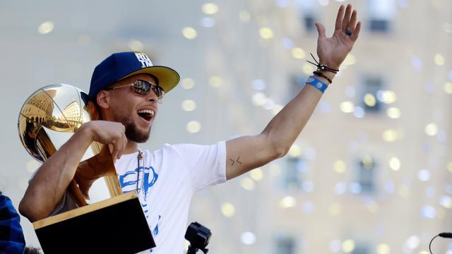 Luapan Kegembiraan Stephen Curry Raih Juara NBA 2018