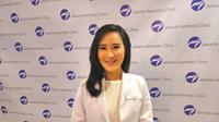 Olivia Ong, Founder Jakarta Aesthetic Clinic (JAC) sekaligus ahli estetik dan antipenuaan mampu membaca bentuk dan proporsi wajah pasien. (Liputan6.com/Fitri Haryanti Harsono)