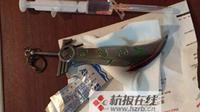 Menurut pria bermarga Yan itu dia nekat menorehkan pisau ke bokongnya karena tak tahan dengan wasirnya.
