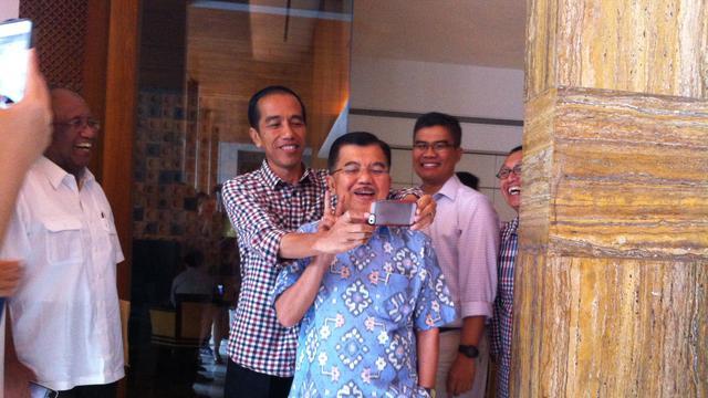 Jokowi-JK Selfie