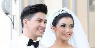 Pasangan Glenn Alinskie dan Chelsea Olivia resmi menikah hari ini (1/10/2015) di Gereja Katedral, Jakarta. (via instagram/@sherlylylyly)