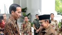 Presiden Jokowi Bertemu BJ Habibie di Istana Merdeka. (Liputan6.com/Ahmad Romadoni)