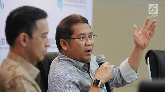 Menkominfo Rudiantara memberi penjelasan saat diskusi FMB 9 bertajuk 'Investasi Unicorn untuk Siapa?' di Jakarta, Selasa (26/2). FMB 9 ini membahas potret e-commerce dan start-up Indonesia di masa depan. (Liputan6.com/Herman Zakharia)