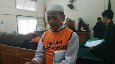 Terdakwa kebakaran lahan, Syafrudin alias Si Syaf, usai menjalani sidang di Pengadilan Negeri Pekanbaru.