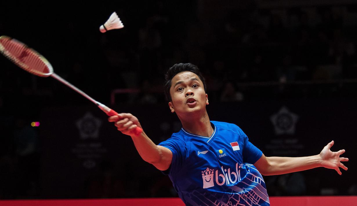 Tunggal putra Indonesa, Anthony Ginting, berhasil melaju ke final BWF World Tour 2019 setelah mengalahkan tunggal putra China, Chen Long. (AFP/Stringer)